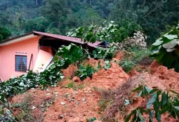 Tiga rumah ranap dalam insiden tanah runtuh di Batu Kurau