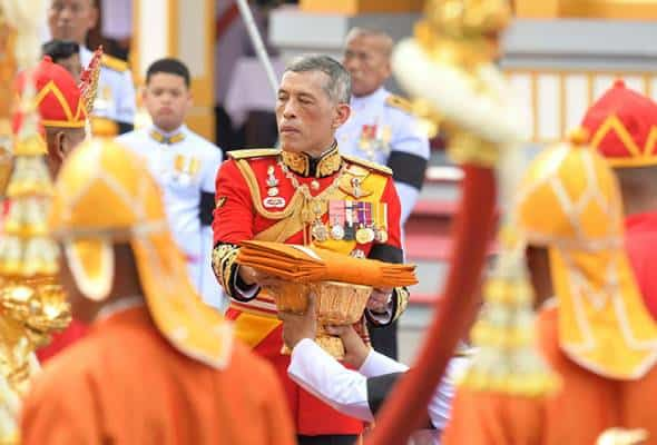 Raja Thailand pecat pengawal kamar tidur didakwa kejam dan berzina