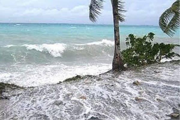 Amaran cuaca peringkat waspada di pantai timur bermula hari ini