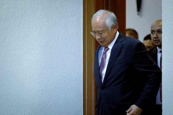Perbicaraan kes dana SRC: Najib disoal dakwaan tandatangan palsu