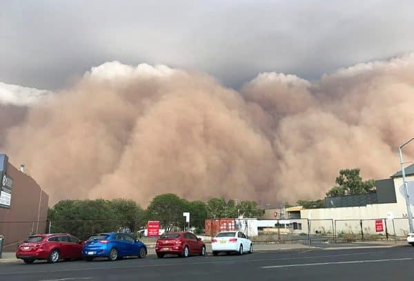 Selepas amarah api, ribut debu pula menggila di zon kemarau Australia