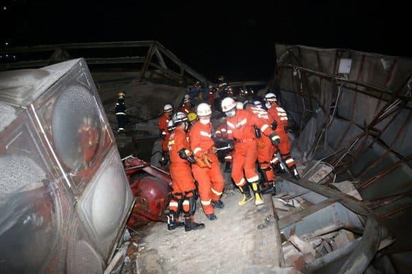 30 masih terperangkap dalam runtuhan bangunan hotel di China