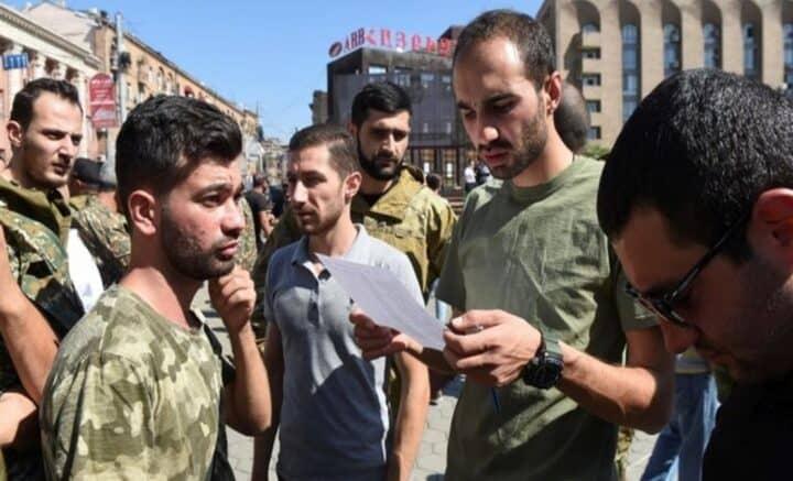 Pertempuran memuncak di sempadan, Azerbaijan kuat kuasa undang-undang tentera