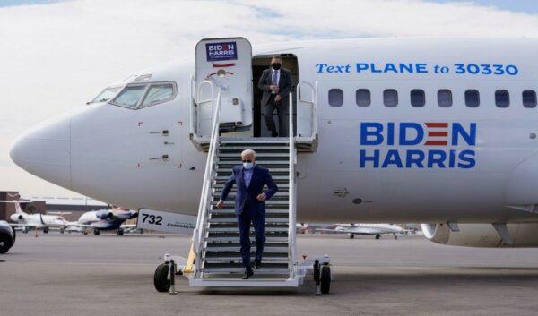Petugas dalam pesawat bawa Joe Biden positif COVID-19