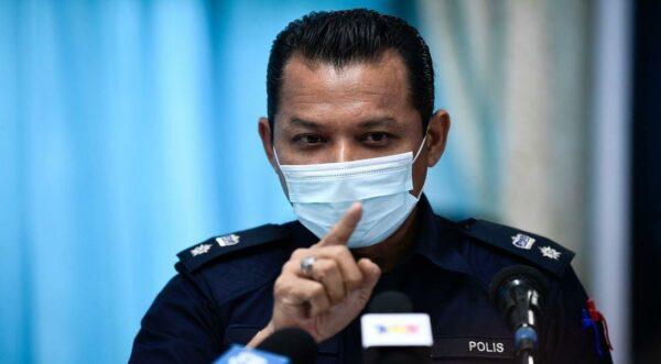 Lelaki dengan gelang biru lari dari hospital berjaya ditangkap