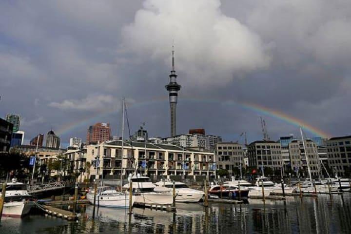 Perintah sekatan di Auckland kembali dilonggarkan ke tahap dua