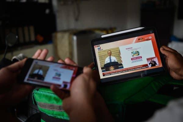 PEMERKASA: Subsidi RM300 bagi B40 beli telefon pintar, peranti baharu – Muhyiddin