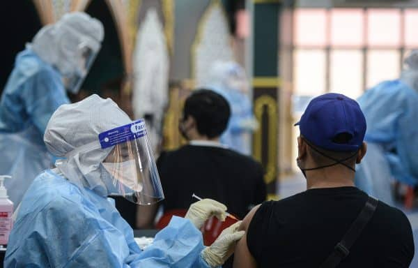 100 peratus dewasa di Malaysia dijangka lengkap vaksin pada Oktober