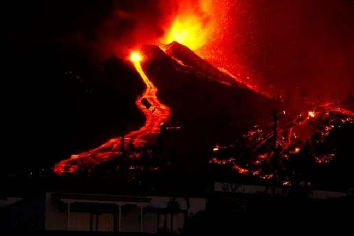 Hampir 1,000 bangunan musnah akibat letusan gunung berapi di Kepulauan Canary